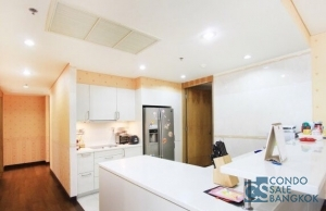Luxury condo for SALE at Silom, 3 bedrooms 4 bathrooms 211 sq.m. Close to Saladaeng BTS.