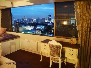 Newly renovated 3 bedrooms, Tastefulness size: 257 sq.m. in nice residential area. Peaceful in good location. Easy access to BTS and nice living Thonglor area.